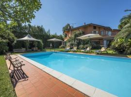 Lido di Camaiore Villa Sleeps 10 Pool WiFi