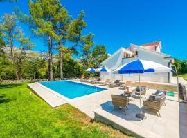 Mihatovici Villa Sleeps 8 Pool Air Con WiFi