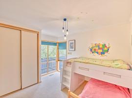Spacious 4 beds, 2 baths family home near St Kilda