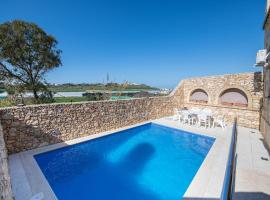 Ganni's - Luxury Converted Holiday Farmhouse with Private Pool in Island of Gozo