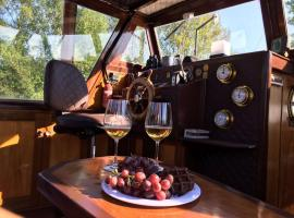 *Amazing! Mara Designer Boat close 2 Amsterdam*