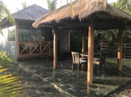 Waterfront Balinese Bungalow - romantic getaway
