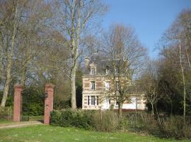 Château de Launay, Méry-Corbon (рядом с городом Saint-Ouen-du-Mesnil-Oger)
