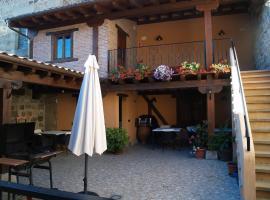 Casa Gustares, Vilviestre del Pinar (Rabanera del Pinar yakınında)