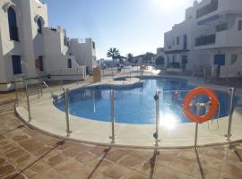Modern 2 bed / 2 bath apartment ideally located by beach & marina