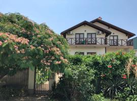 Akatsia Guest House