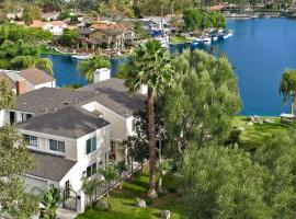 拉古納海灘和埃爾文附近豪華4臥室湖畔別墅及遊船