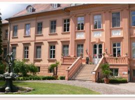 Schlosshotel Rühstädt Garni - Natur & Erholung an der Elbe, Rühstädt (Bad Wilsnack yakınında)