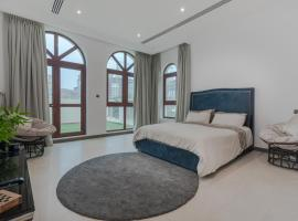 B&B private boutique room in a lavish villa by Rich Stay Holiday Homes