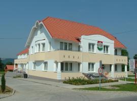 Triász Aparthotel, Кехидакустани (рядом с городом Papucshegy)