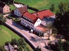 Landhotel Goldener Löwe mit Pension Am Taurastein, Burgstaedt (Lunzenau yakınında)