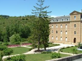 Hôtellerie 2** du Couvent de Malet, Saint-Côme-d'Olt (рядом с городом Castelnau-de-Mandailles)