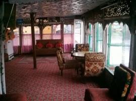 Island Hotel, Сринагар (рядом с городом Durgjan)