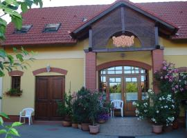Eckhardt Vendégház, Виллань