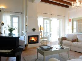 These lodgings in Sant Pere Pescador have options with FREE cancellation
