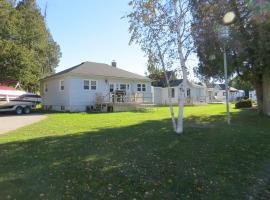 Lunge Haven Cottages & Boating Club, Lindsay