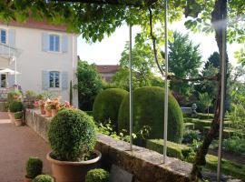 Demeure Bouquet, Ambierle (рядом с городом Saint-Bonnet-des-Quarts)