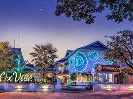 Oxville Hotel, Padang