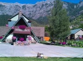Twin Peaks Lodge & Hot Springs