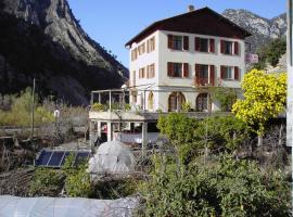 Hôtel Restaurant des 2 Vallées, Le Plan-du-Var (рядом с городом Revest-les-Roches)