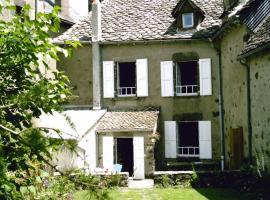 Chambre d'Hôtes La Maison de Barrouze, Салер (рядом с городом Сен-Бонне-де-Салер)