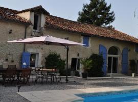 Chambres et Tables d'Hôtes La Grange Au Bois, Champagne-et-Fontaine (рядом с городом La Chapelle-Grésignac)