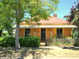 Cooma Cottage, Cooma