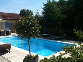 Logis Hotel La Grange Du Relais, Colombey-les-deux-Églises (рядом с городом Maranville)