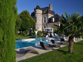 Chateau du Mesnil, La Vieille-Lyre (рядом с городом Gisay)