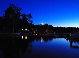 Okimot Lodge on Tomiko Lake, Crystal Falls (Lavigne yakınında)