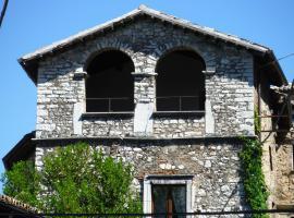 Casa Due Archi, Labro