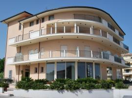Hotel Europa, Nereto (Sant'Omero yakınında)