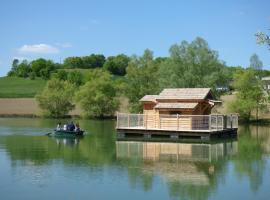 Cabanes Flottantes du lac de Pelisse, Douzains (рядом с городом Lalandusse)