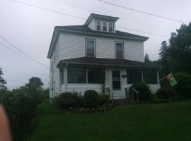 Daysago Bed and Breakfast and Chalet, Sherbrooke (Port Dufferin yakınında)