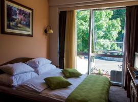 Hotel Monte Rosa, Цетине