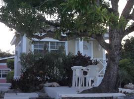 The Colonial Rental Suite, Moss Town (Farmer's Hill yakınında)
