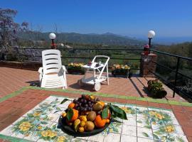 Holiday House in a Former Wine Mill, Piedimonte Etneo (Presa yakınında)