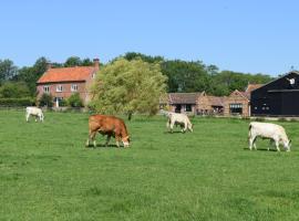 At the Farmhouse, Hunters Hall, East Dereham (рядом с городом Elsing)