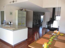 Guest Room in Rooftop Apartment, Collonges-sous-Salève (Compesières yakınında)