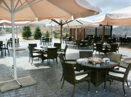 Oak Hills Hotel, 'Ayn Ibil