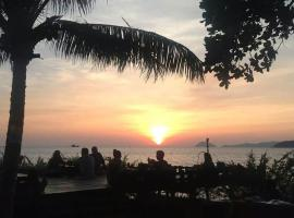 Banana Sunset - Bar & Bungalows