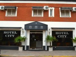 Hotel City, Luján (Open Door yakınında)