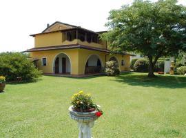 Villa delle Bambole, Sant'Andrea di Compito (Massa Macinaia yakınında)