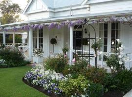 The Hollies, Perth (Guildford yakınında)