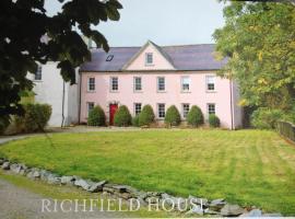Richfield House And Ballymagyr Castle Cottages, Park (рядом с городом Kilmore Quay)