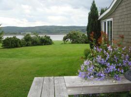 The Blue Heron Tourist Suite & Gardens, Granville Ferry