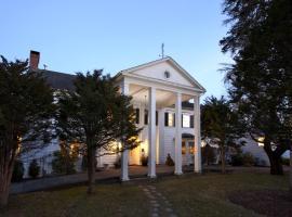 Applegate Inn, Lee