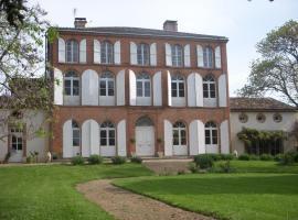 Chambres d'Hotes Au Château, Saint-Nicolas-de-la-Grave (рядом с городом Saint-Arroumex)