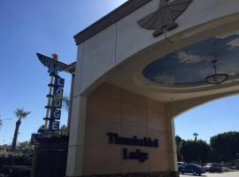 Thunderbird Lodge, Riverside (in de buurt van Rubidoux)