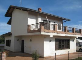 Villa Nina, 特雷卡斯塔尼